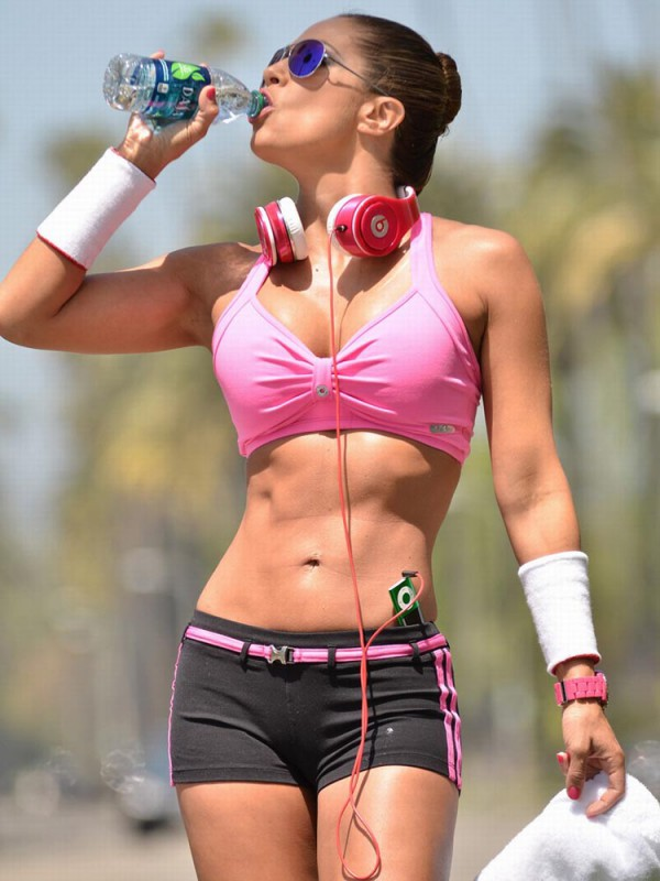 01.jennifer-nicole-lee-pink-workout-600x800